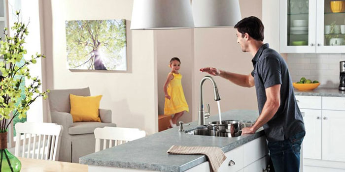 choosing a touchless kitchen faucet